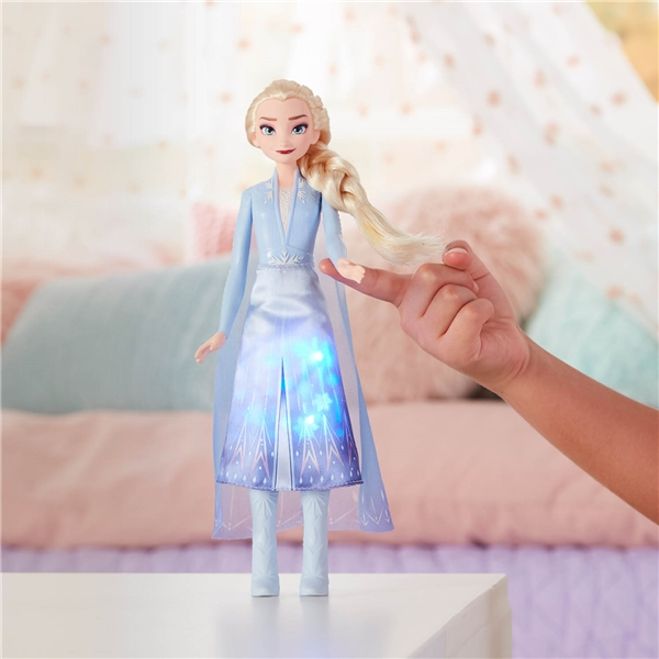 Disney Frozen 2 Light Up Fashion Doll Elsa (Kuva 3 tuotteesta 4)